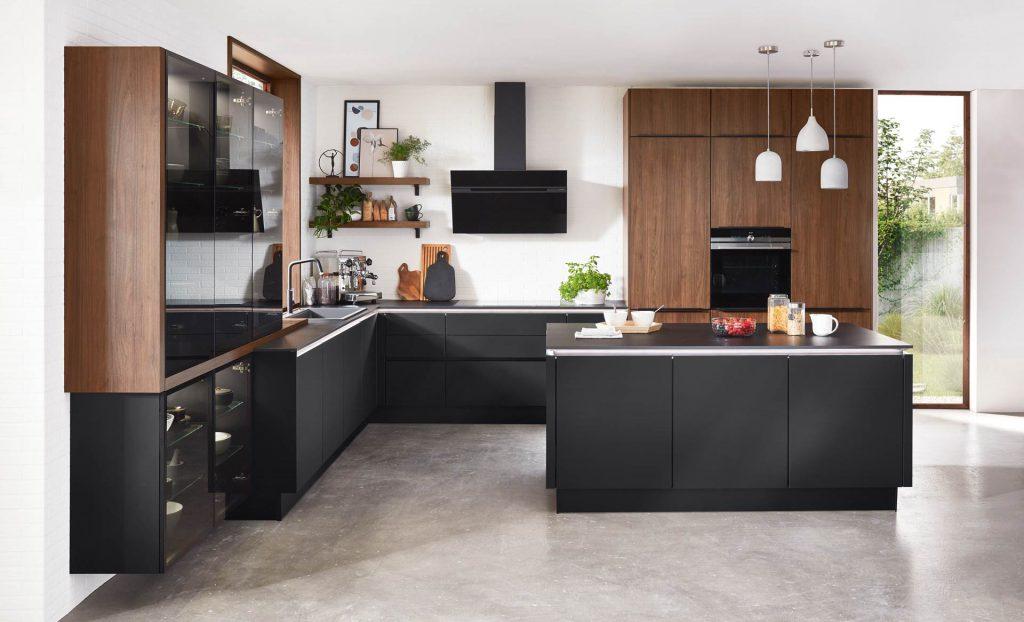Matzwarte keuken met midcentury style look