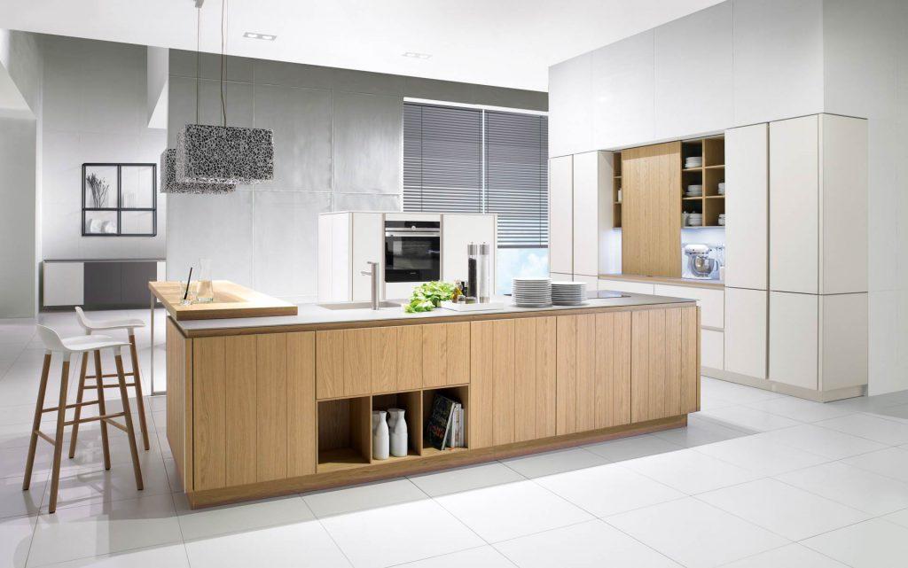 Minimalistische keuken in articwit matglas